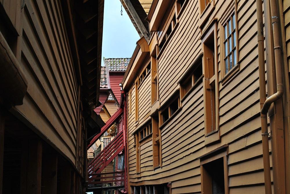 Zwischen den Handelshäusern in Bryggen