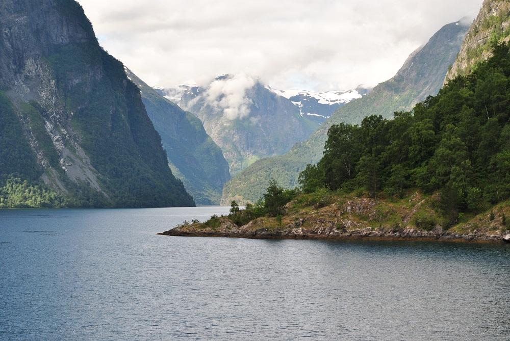 Einfahrt in den Naeroyfjord (ein Nebenarm des Sognefjords)