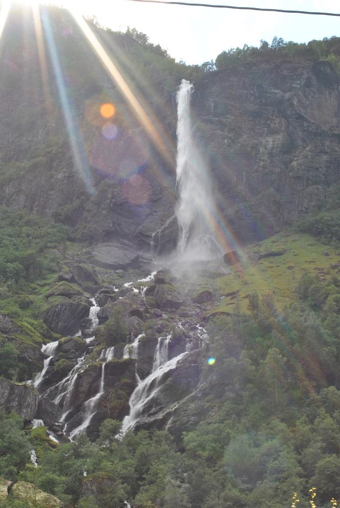 Der Rjoandefossen (140 Meter freier Fall)