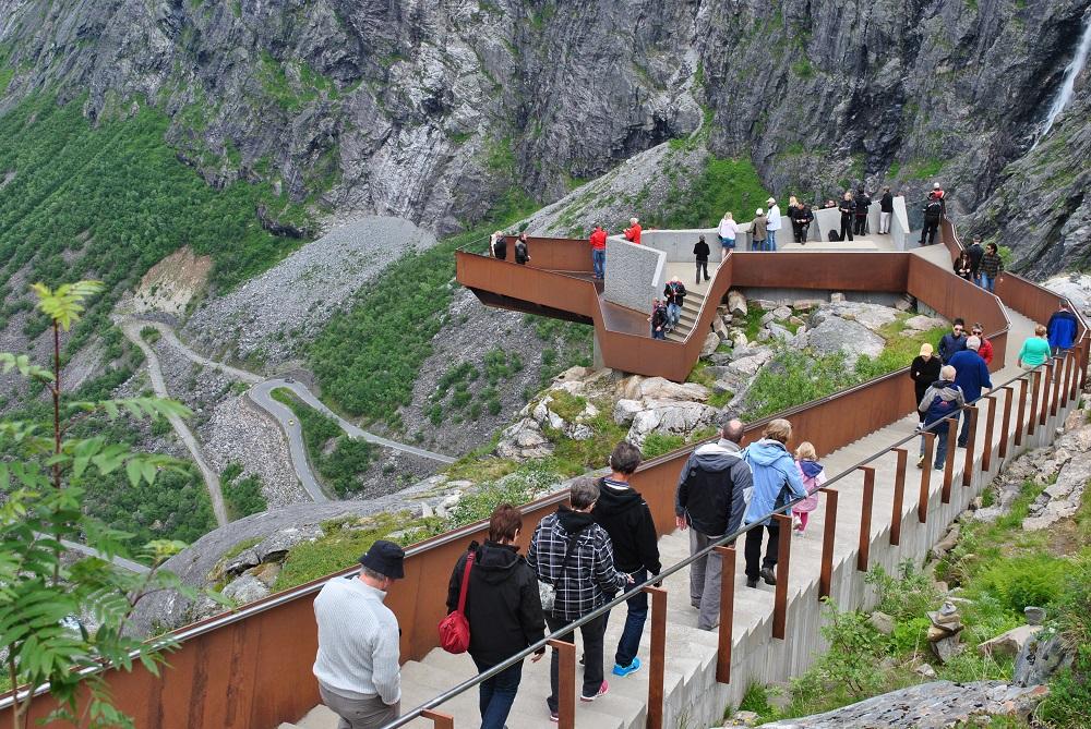 Aussichtsplattform an Ende der Trollstige+