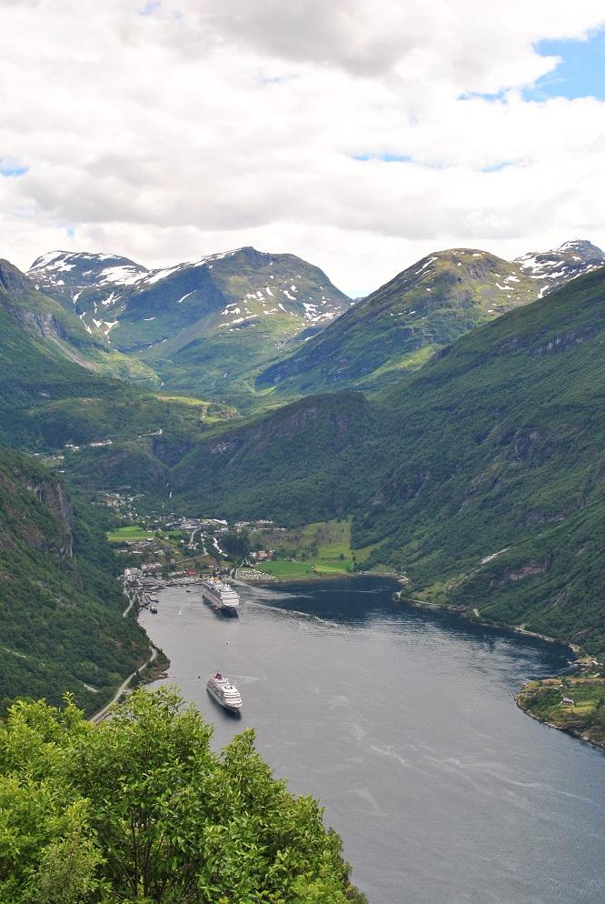 Der Geirangerfjord mit dem Ort Geiranger