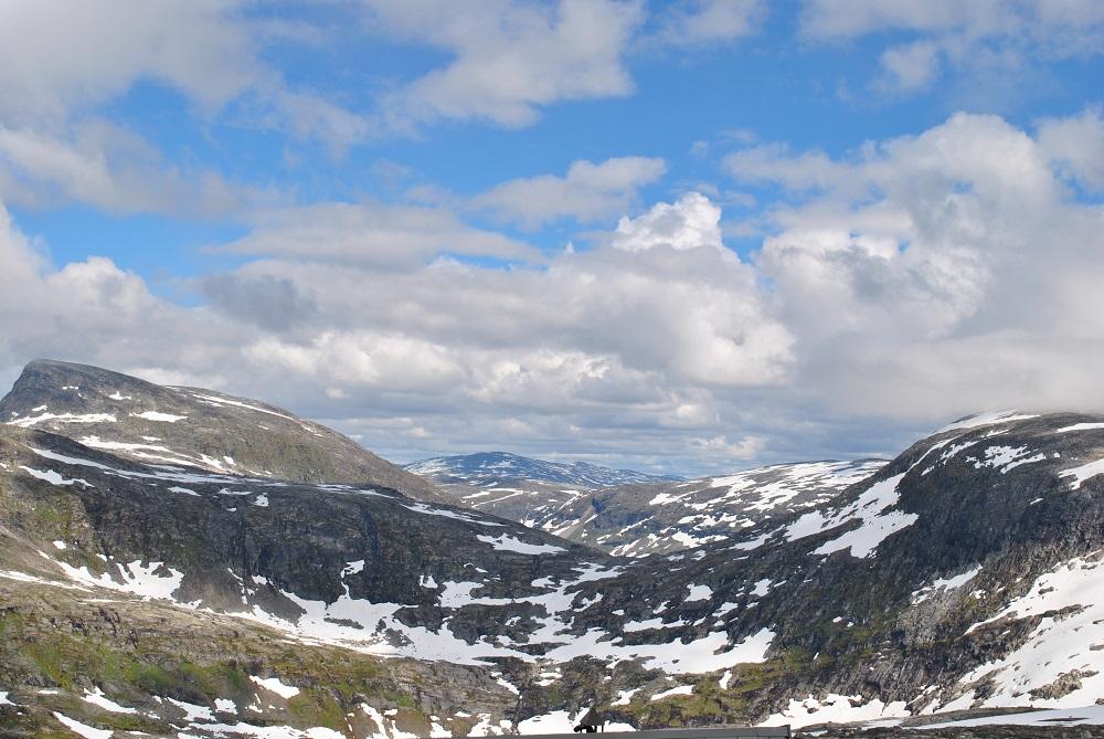 Blick zu den Berggipfeln von der Dalsnibba aus