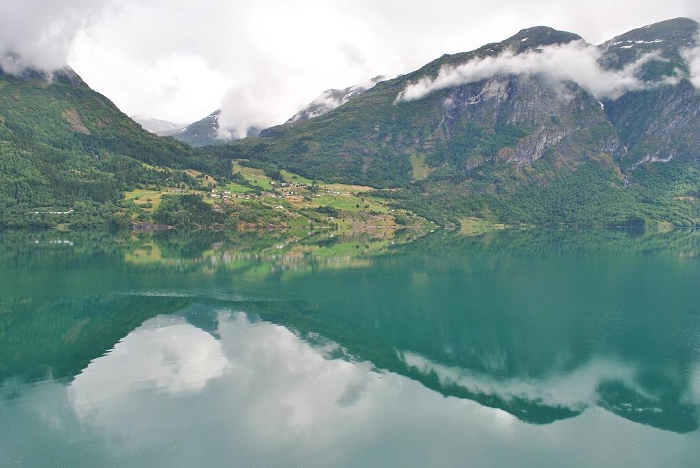 Die Ortschaft Flo am Strynsvatnet