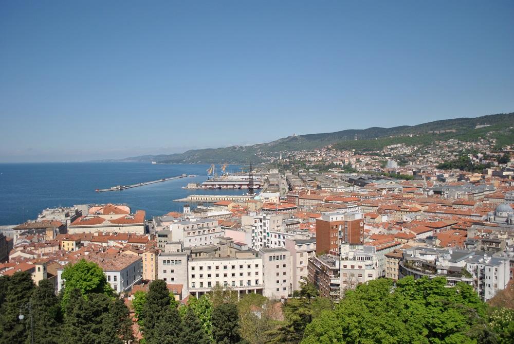 Blick auf Triest und den Golf vom Stadthügel San Giusto